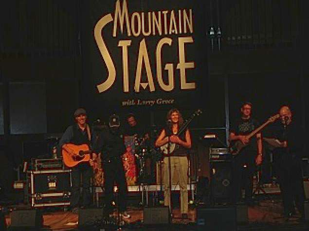 Pat and Robin performing on Mountain Stage